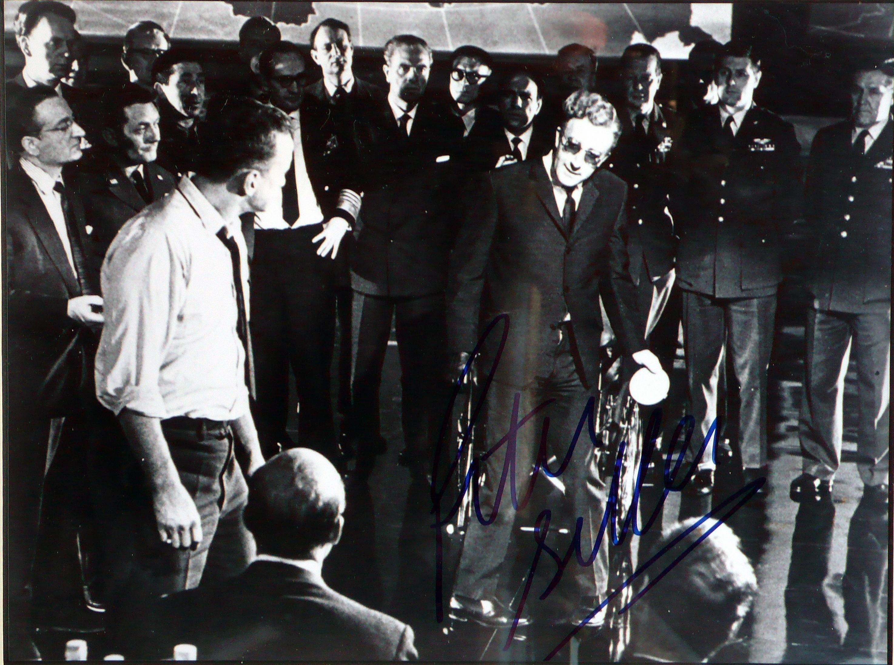 Dr.Strangelove… – Fotografia di scena con autografo originale di Peter Sellers