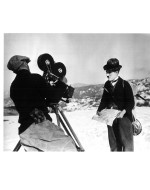 "Sul set di ""The Gold Rush"" con l'operatore Rollie Totheroh, a Truckee, California, marzo 1924"
