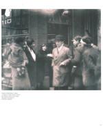 Chaplin e Ralph Barton visitano in incognito i luoghi familiari intorno alla vecchia scuola di Kennington