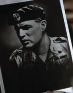 COLONNELLO : Gesù… ufficiale delle operazioni, Quinta divisione Forze speciali.