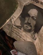 """CHEF (leggendo il giornale) : """" … ma Charles Miller Manson ha ordinato il massacro di tutti i presenti nella villa in segno di protesta"""". Che storia, eh?"""