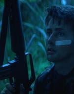 CHEF decide di andare nel bosco a cercare manghi. WILLARD lo segue. I due si addentrano nella giungla. A un certo punto, sentono un movimento. L'erba si piega fino quasi a sfiorare WILLARD e una grossa TIGRE balza verso di loro con un ringhio sontuoso. I due sparano all'impazzata, svuotando i caricatori.