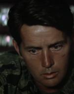 ROXANNE : Le faccio le mie scuse per la mia famiglia, capitano. Tutti noi abbiamo perso molto, in questo posto. Hubert, la moglie e due figli. E io ho perso mio marito. // WILLARD : Capisco. // ROXANNE : Lei è stanco della guerra. Glielo leggo in faccia. C'era la stessa espressione negli occhi dei soldati della nostra guerra. Li chiamavamo Les Soldats Perdu. I soldati perduti.