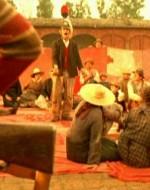 Canta e recita pure uno dei montanari, mascherato con elmo e scudo d'antico guerriero. Fisarmonica e violino suggeriscono i motivi popolari.