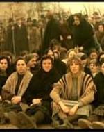 Anita e le altre si siedono in mezzo alla strada.