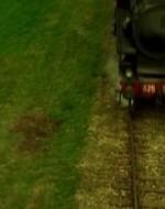 Il treno arriva oscurando la luce del sole, e inghiottendo l'immagine di Olmo che è rimasto disteso al suo posto. Quando l'inferno sferragliante svanisce, Alfredino si avvicina a Olmo.  //  ALFREDO: Sei vivo? Rispondi!  //  Olmo apre gli occhi e dice tra i denti alcune parole incomprensibili che sembrano una formula magica.