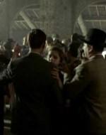 Nella sala da ballo vicino all'osteria i vecchi giocano a carte e si ubriacano mentre i giovani ballano. L'orchestrina suona una mazurca. Alfredo e Ada sono dentro, come Olmo e Anita.