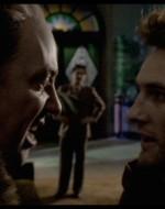 L'improvvisa irruzione di Olmo interrompe la conversazione. Olmo attraversa la sala senza salutare e, una volta arrivato nell'andito che porta alle scale, viene affrontato da Attila. Alfredo osserva la situazione.  //  ATTILA: Te qui non ci devi venire. // OLMO: Tirati via. // ATTILA: Dì, sei duro d'orecchi o fai finta di non capire. Ai Berlinghieri non ti devi avvicinare… E non spingermi!  Vuoi proprio fare una brutta fine, compagno! Chi credi di essere? // OLMO: Fammi passare!