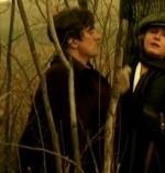 Poco più in là, dietro il tronco di un gelso, Alfredo è intento a premere il calcio del fucile tra le cosce, sul sesso della cugina Regina. Lei non riesce a venire, e lui la guarda come se l'odiasse.  //  ALFREDO: Neanche un elefante ti farebbe venire.  (si allontana)  //  REGINA: Io ci ho voglia di un uomo vero!