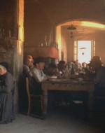 Quando Nina gli apre la porta, Olmo entra nella cucina. Vista dal bambino, la tavola sembra irraggiungibile.