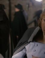 Improvvisamente insospettita, Anita mette una mano davanti agli occhi di Ada. E così scopre l'inganno.