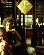 ADA: Mi sono innamorata. // OTTAVIO: Ancora? // ADA: Questa volta è una cosa seria. // OTTAVIO: Vediamo se indovino. Itala. // ADA: Bugatti.