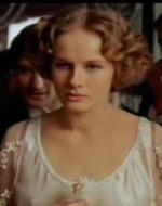 Allo spettacolo assistono imbarazzati il cavalier Pioppi, Avanzini e il figlio tredicenne di questi, l'efebico Patrizio. Richiamata dal baccano, Ada assiste per un attimo alla scena per poi uscire inorridita dalla stanza. Alfredo è furente.