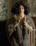 """TERESITA: La signora è partita. La signora non torna più. // ALFREDO: Dov'è? Rispondi. // TERESITA: M'ha detto: """"Vestiti così, lui capirà""""…"""